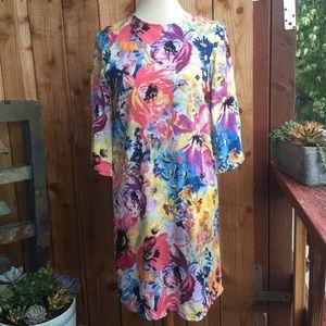 Floral Print Shift Dress w/ Keyhole